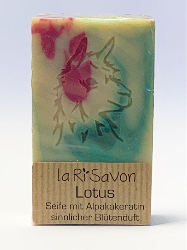 "Alpaka-Keratin Seife - ""Lotus"""
